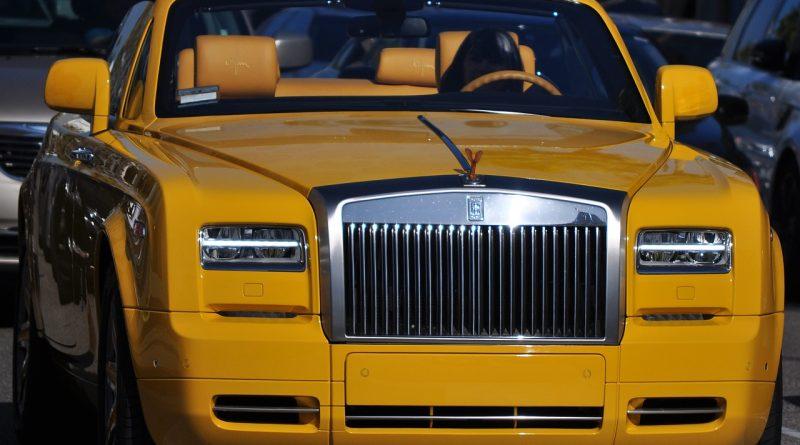 Krásny a luxusný kabriolet Rolls-Royce Dawn